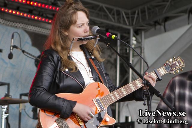 Ellen Sundberg på Rolling Rootsy Revue - RRR 2014_01