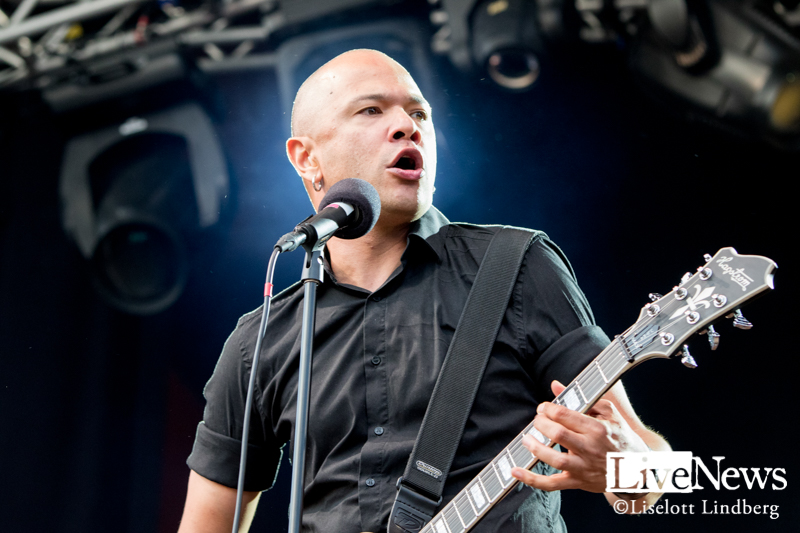 Danko-Jones-GronaLund-2019_01